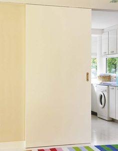Antes de elegir las puertas de tu casa, piensa dónde van a ir ubicadas y qué apertura es la más funcional. Su diseño y color deben ser coherentes con la decoración y la carpintería.