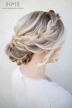 36 Messy Wedding Hair Updos For A Gorgeous Rustic Country Wedding To Chic Urban Wedding, Peinados, Messy Wedding Hair Updos For A Gorgeous Rustic Country Wedding To Urban Wedding - Finding the perfect wedding hairstyle isn't always easy. Messy Wedding Hair, Wedding Hair And Makeup, Hair Makeup, Makeup Hairstyle, Wedding Nails, Wedding Updo With Braid, Wedding Hair Blonde, Hair Styles Wedding Guest, Whimsical Wedding Hair