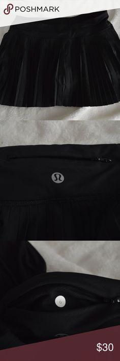 Lululemon Street Pleat Skirt size 6 Black pleated skirt from lululemon. Very lightly used. Size 6. lululemon athletica Skirts