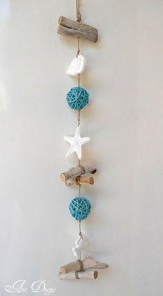 Art Drops: Garlands of the remains Ocean Crafts, Beach Crafts, Summer Crafts, Diy Crafts, Driftwood Wall Art, Driftwood Projects, Seashell Art, Seashell Crafts, Beach Wood