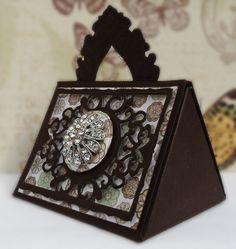 DipsDesigns: Sneak Peek - Tonic Studios Keepsake Box Die - A squared + B squared = C squared! Tonic Cards, Craft Tutorials, Bag Tutorials, Paper Purse, Studio Cards, Pillow Box, Heartfelt Creations, Little Boxes, Keepsake Boxes