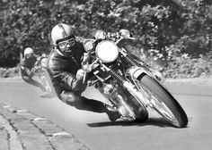 Honda CB750 - Road Racing
