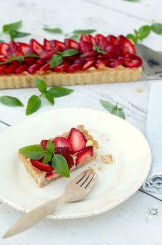 Strawberry Basil Tart/Great video http://www.pbs.org/food/kitchen-vignettes/strawberry-basil-tart/