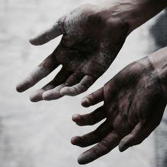 mahald's shadows ; hands darkened