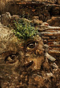 Behind these eyes: graffiti-artistEl Niño de las Pinturas