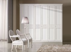 Composition M203 Door mod. TRAVIATA, central application on doors. Glazed antique white finish Wooden armchair with armrests code POM400 / High floor lamb with lampshade code LAM100