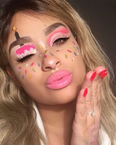 Isssss my birthday 🎂 so obv you know that means I gotta draw a cake on my face 😂💕 confetti cake is like crack to me, what's your fave… Cute Makeup, Glam Makeup, Skin Makeup, Makeup Inspo, Makeup Inspiration, Makeup Birthday Cakes, Birthday Makeup Looks, Makeup Pictorial, Creative Makeup Looks