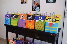 Sacolinha Surpresa Festa Monstrinhos do Pedro Monster 1st Birthdays, Easy Halloween Decorations, Arcade Games, Carnival, Children, Party, Bulletin Boards, Baby Party, Simple Halloween Decorations