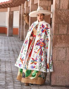 This is how my cuñada dresses. Mexican Style Dresses, Mexican Outfit, Beautiful Mexican Women, Vestido Charro, Mexican Fashion, Ethnic Fashion, Mexican Textiles, Mexican Embroidery, Mexican Designs