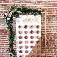 Donut tempt me 😜 This caaauuttee idea for your wedding reception is just one of the ideas we've collated for thoughtful, amazing and clever wedding favors ideas at the link in my bio - check them out! Wedding Favors And Gifts, Creative Wedding Favors, Party Favors, Party Gifts, Spring Wedding Decorations, Wedding Themes, Wedding Signs, Wedding Reception, Wall Decorations