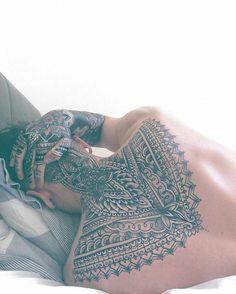 Seleção das melhores tatuagens de mandalas para o sexo masculino e feminino. Desenhos de mandalas com flor de lótus, leões, olhos e outros elementos. Tattoos fantásticas de mandalas em várias partes do corpo. Confira!