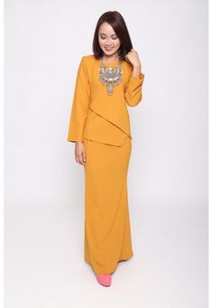 Castell Kurung from eighty one in Yellow Radicate with demure feminity in thisstunningly beautiful plain baju kurung by Eighty One. Wonderfully with asymmetrical design, Mermaid skirt is coupled wit a subtle mermaid silhoute. Best with additional accessories such as necklace. - Made of ... #bajukurung #bajukurungmoden