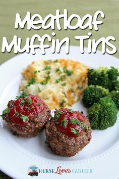 Individual meatloaves for the entire family with this recipe for meatloaf muffin tins! Serve with cheesey potatoes (recipe included) & a tall glass milk! Real Food Recipes, Great Recipes, Dinner Recipes, Cooking Recipes, Healthy Recipes, Favorite Recipes, Family Recipes, Healthy Foods, Muffin Tin Recipes