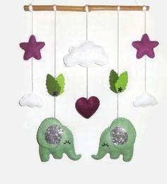 Mobile bébé ou décoration murale pour chambre d'enfant. Les éléphants s'aiment sous le ciel étoilé : Jeux, peluches, doudous par packetcadeau