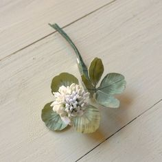 白詰草1輪のブローチ 手染め布の花 Cloth Flowers, Green Flowers, Small Flowers, Diy Flowers, Fabric Flowers, Paper Flowers, Flower Crafts, Flower Art, Flora Vintage