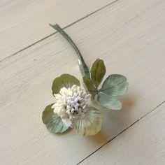 白詰草1輪のブローチ 手染め布の花