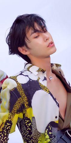 Kpop, Nct Doyoung, Nct Life, Aesthetic Photo, Belle Photo, Taeyong, Boyfriend Material, Jaehyun, Beautiful Boys