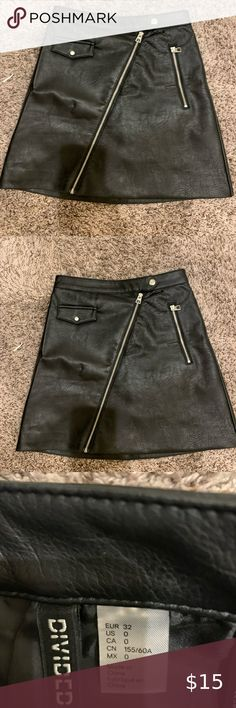 Synthetic leather black skirt Cute black skirt H&M Skirts Black Leather Skirts, Size 00, Best Deals, Cute, Pants, Closet, Things To Sell, Style, Fashion