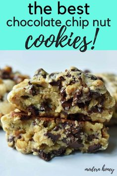 Levain Bakery Chocolate Chip Cookie Recipe. How to make Levain Bakery Copycat Chocolate Chip Cookies. The BEST Ever Chocolate Chip Cookies. How to make the best chocolate chip walnut cookies. Famous chocolate chip cookie recipe. www.modernhoney.com #cookies #cookie #chocolatechipcookies #bestchocolatechipcookies #levainbakery #levainbakerycookies #chocolatechip #desserts #chocolate #dessert #chocolatechipwalnut
