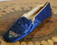 1854 - Scarpetta blue satin embroidered with tip. ____ (translated by Google from Italian)