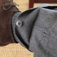 Button cuff for transformable trousers Men Trousers, Cuffed Pants, Man Pants, Couture Details, Fashion Details, Style Masculin, Bespoke Tailoring, Gentleman Style, Mens Suits