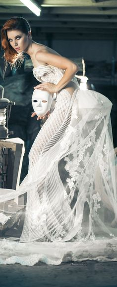 Charbel Zoe Fall-winter 2014-2015.WHITE GOWNWITH TULE  COVERING