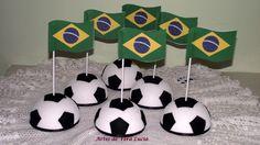 Meia bola de isopor (125mm) com bandeira do Brasil.
