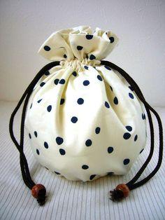綿布リバーシブル巾着♪丸底直径約11センチ高さ約15センチ ハンドメイド、手作り、手仕事品の通販・販売・購入ならCreema。