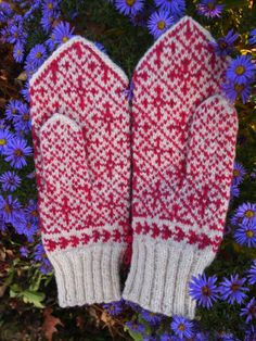 Finely Knitted Estonian Mittens in Pink /White by NordicMittens, 46.00