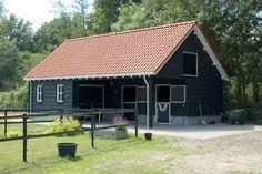 Paardenstal in combinatie met metselwerk en Zweedse potdekseldelen