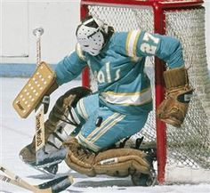 Gilles Meloche with the California Golden Seals. Hockey Goalie, Hockey Games, Hockey Players, Ice Hockey, Nhl, Hockey Boards, Team Activities, Goalie Mask, Vancouver Canucks