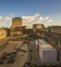 Centro de Visitantes do Castelo de Pombal,© Fernando Guerra | FG+SG