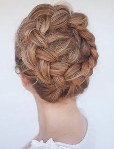 Gorgeous Hair Ideas for Holiday Party Season Mexican Hairstyles, Retro Hairstyles, Braided Hairstyles, Half Up Curls, Curls For Long Hair, Fancy Ponytail, Ponytail Styles, Holiday Hairstyles, Wedding Hairstyles For Long Hair