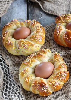 Italian Cookie Recipes 11545 An original brioche for Easter morning. Italian Christmas Cookie Recipes, Italian Cookie Recipes, Italian Cookies, Easy Cookie Recipes, Easter Recipes, Holiday Recipes, Dessert Recipes, Easter Ideas, Easter Desserts