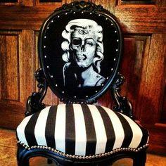 Marilyn skull face chair