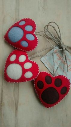 Ideia Chaveiro de Feltro c/ pata de cachorro by Gingham Flower - Etsy https://www.etsy.com/shop/GinghamFlower