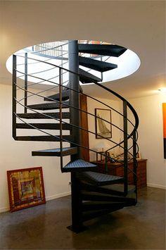 escalier en colimacon en metal noir