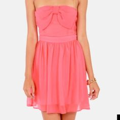 Lulu coral strapless dress S NWT Lightweight coral pink chiffon wraps a strapless bodice with a darling bow in front, then drapes into a free-flowing skirt. Elastic around top. Fully lined. Lulu's Dresses Mini