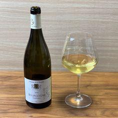 """ワイン専門商社フィラディス直営、Firadis WINE CLUBさんから毎月届く「ソムリエ厳選の """"絶対にハズさないワイン""""」🍷今月はフランス・ブルゴーニュ産の白ワインが届きました🍾✨ White Wine, Alcoholic Drinks, Club, Bottle, Glass, Drinkware, Flask, Corning Glass, White Wines"""