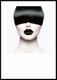 Poster med stilrent foto på modell.