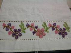 panç işi yastıklar - Google'da Ara Embroidery Patches, Embroidery Patterns, Hand Embroidery, Bead Loom Patterns, Punch Needle, Loom Beading, Bed Sheets, Elsa, Beads
