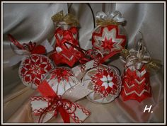 vánoční dekorace červeno-zlatá