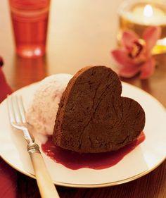 Het hoeft allemaal niet zo moeilijk. Een beetje romantiek door het eten gooien is zo gedaan en je maakt je vriend er ook nog blij mee (als je het goed doet tenminste). Kijk snel verder voor wat liefdevolle, culinaire ideetjes.