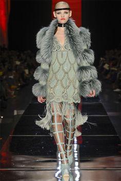 Jean Paul Gaultier Parigi - Haute Couture Fall Winter - Shows - Vogue. Fur Fashion, Fashion Week, Fashion Art, High Fashion, Fashion Show, Fashion Design, Crazy Fashion, Couture Mode, Style Couture