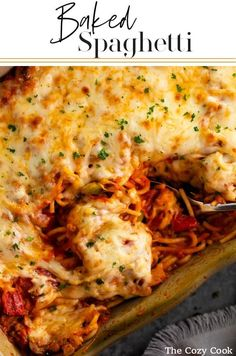 This Baked Spaghetti begins with a creamy tomato meat sauce that's tossed with s. - This Baked Spaghetti begins with a creamy tomato meat sauce that's tossed with spaghetti and topp - Easy Baked Spaghetti, Baked Spaghetti Casserole, Spaghetti Recipes, Spaghetti Bake, Italian Recipes, Beef Recipes, Cooking Recipes, Baked Pasta Recipes, Gastronomia