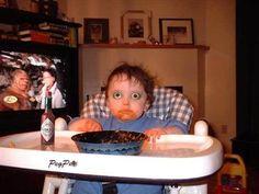 lo que pasa cuando le das salsa tabasco a un bebé...