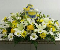 Urn wreath for cremation nir Butchart Flowers Remembrance Flowers, Memorial Flowers, Casket Flowers, Funeral Flowers, Funeral Arrangements, Flower Arrangements, Bereavement Flowers, Casket Sprays, Funeral Tributes