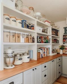 extradionary small pantry storage organization ideas for kitchen modern 50 Small Kitchen Pantry, Pantry Room, Kitchen Pantry Design, Kitchen Organization Pantry, Interior Design Kitchen, Kitchen Dining, Kitchen Decor, Pantry Ideas, Organization Ideas