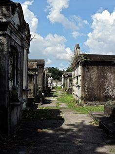 Lafayette Cemetery No. 1 | Of Golden Roses