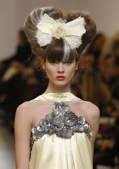 Haute Couture Hair: Hairstyles for The Rise of the Avant Garde (Beauty Shall Save the World) - Modern Haute Couture Style, Chanel Couture, High Fashion Hair, Fashion Show, Crazy Hair, Big Hair, Vintage Hairstyles, Cool Hairstyles, Catwalk Hair